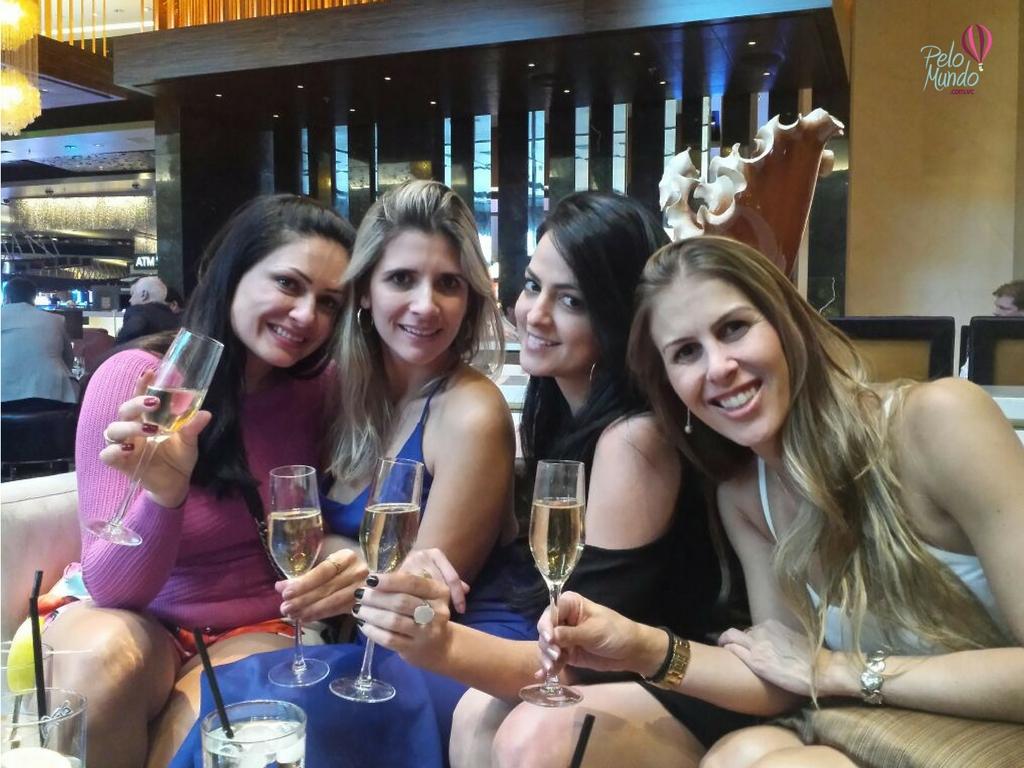 ARIA RESORT & CASINO - CHAMPAGNE NO BAR DO LOBBY