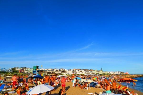 Praia em Punta - Bikini Beach